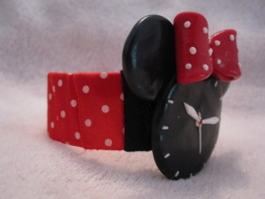 bratara-ceas-handmade-fimo-minnie-mouse-lateral